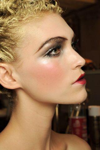 c4705040e2e17b92275e71f244a9f6ef-runway-hair-runway-makeup